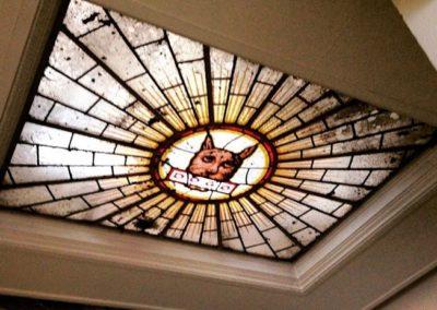 Murales y vidrieras de temática industrial