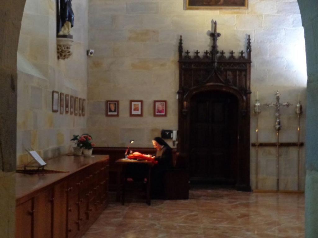 Mujer consagrada iglesia Bizkaia