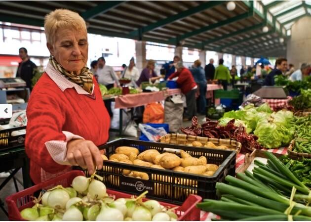 Mujeres en el comercio de las villas de Bizkaia.